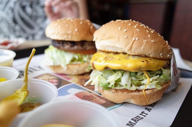 chutně vypadající cheesburgery