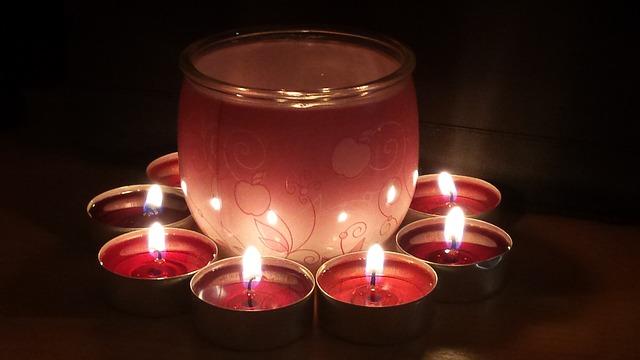 čajovky kolem svíčky