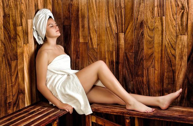 slečna v sauně