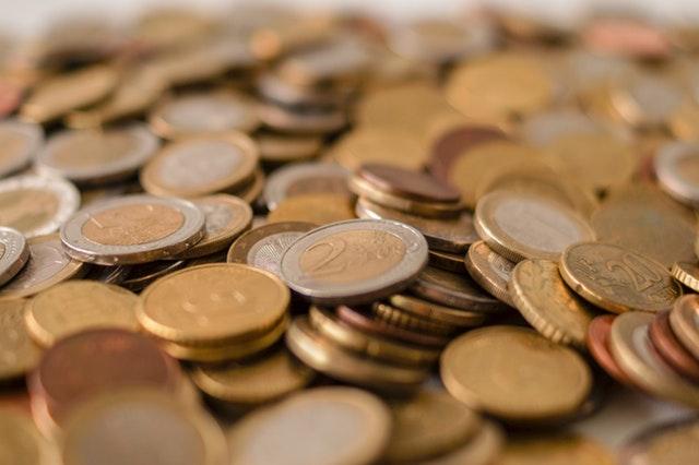 hromada zlatých euro mincí.jpg