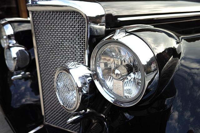 detail světlometů