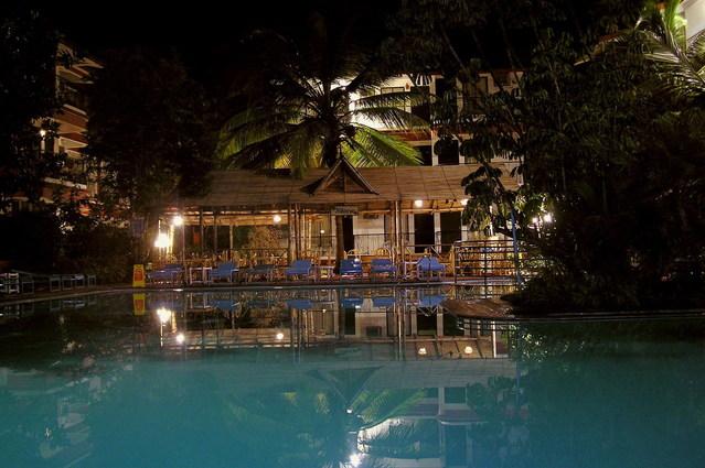 večerní bazén.jpg