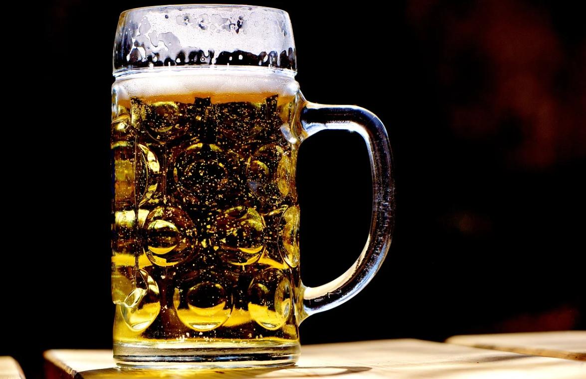 pivo ve džbánu